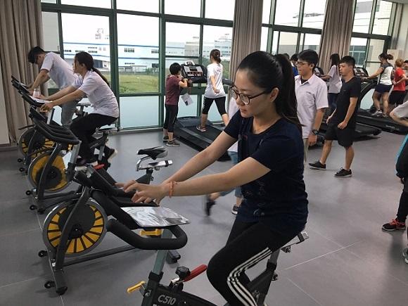 可成科技股份有限公司 【新穎的健身房,提供數台跑步機及飛輪予員工使用】
