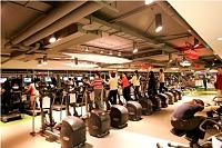 廣達電腦股份有限公司 - 員工休閒中心:聘有專業教練群駐館。有氧教室及飛輪教室天天有課程。另有籃球場、羽球場、桌球場游泳池等。