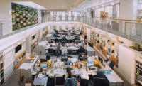 開務聯合建築師事務所 【大工作空間,開闊敞亮,天窗和綠牆,處處都是好風景。】