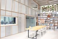 開務聯合建築師事務所 【書牆,綠牆。我們的大廳就像個圖書館,需要靈感?等你來翻。】