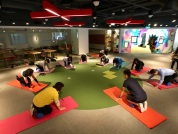台灣富士全錄股份有限公司 - 滾筒筋膜伸展運動│我們重視同仁職場健康, 辦理過無數相關系列活動