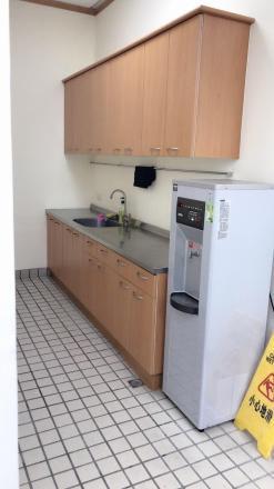 凌通國際有限公司 【茶水間~ 配置飲水機、冰箱、微波爐、高級咖啡機 】