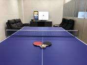 薩摩亞商德勝資訊軟體有限公司台灣分公司 【員工休息室 提供電動沙發,電視 以及桌球 不只可以放鬆也可以運動 提升同仁的休息品質以及上班活力】