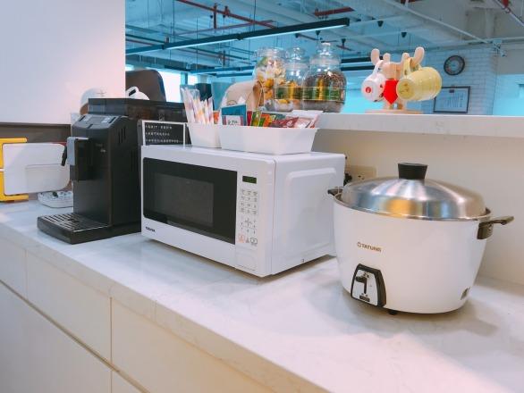 雲拓電商有限公司 【設有現磨咖啡機、微波爐、電鍋供你使用,中午熱騰騰的便當 no problem !】