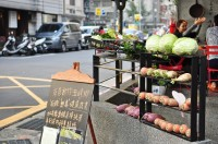 華漾實業有限公司 【TAKE FIVE五方食藏每週舉行有機蔬菜市集,讓街坊鄰居可以吃到健康安心的蔬食!】