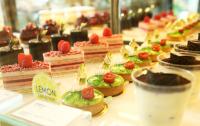 華漾實業有限公司 【琳瑯滿目精緻的蛋糕櫃,每個蛋糕都如同珠寶般的夢幻燦爛,在口中幻化成美味的享受。】