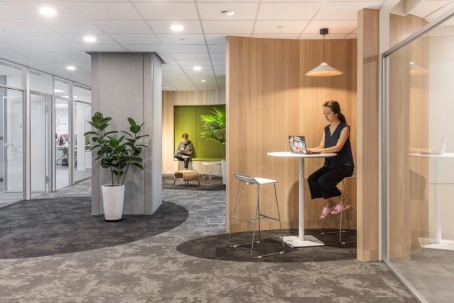 新加坡商鈦坦科技股份有限公司台灣分公司 【辦公區域外的小角落,轉個心情,燈光美氣氛佳獨自看書,專注工作都別有一番風情。】