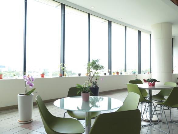 InvenSense Inc_應美盛股份有限公司 【自然採光之綠意盎然用餐休息區】
