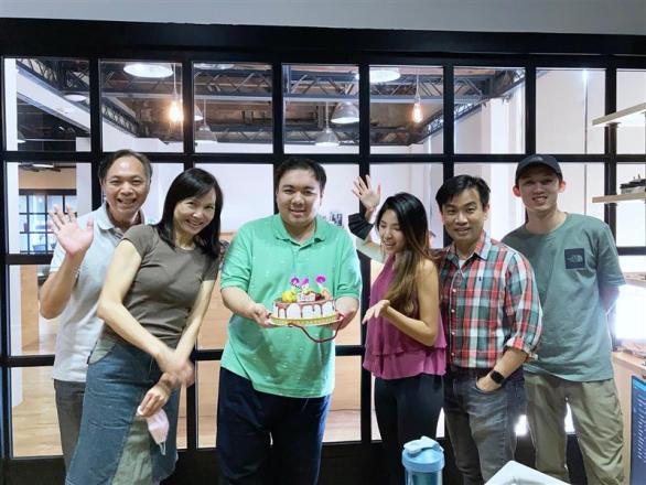 盈安環球有限公司 【Happy birthday to Double O One 001 - our 1st employee.  007 was handling national security issues!】