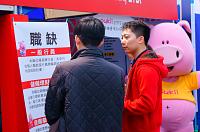 上海商業儲蓄銀行股份有限公司 【2015年台大校園招募。本行校友熱心為學生解說中】
