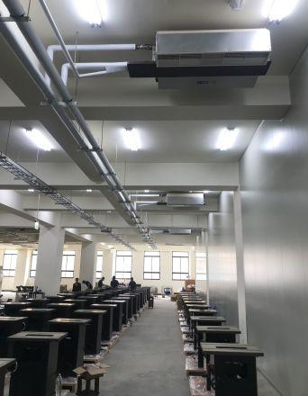 巨庭機械股份有限公司 【現場生產線:提供冷氣廠房,給員工一個更舒適工作場所】
