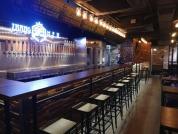 掌門精釀啤酒_掌門事業股份有限公司 【掌門精釀的首家海外分店,位於香港尖沙咀,期望台灣本土自釀的啤酒也能讓挑嘴的香港朋友滿意。】